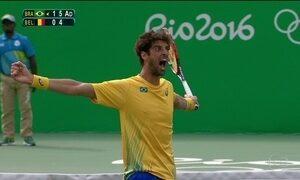 Bellucci vence Goffin e pega Nadal nas quartas de final do tênis