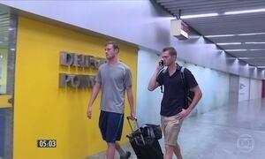 Nadadores dos EUA são retirados do avião em que voltariam para o país