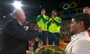 Brasil conquista medalha de ouro no vôlei de praia masculino