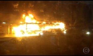 Ônibus são incendiados no Rio em protesto contra operação em favela