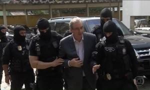 Cunha faz exame de corpo de delito no IML e diz ao sair: 'Decisão absurda'