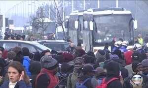 França inicia operação para desativar campo de refugiados de Calais