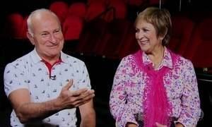 Casal Schurmann assiste pela 1ª vez ao filme sobre filha adotiva