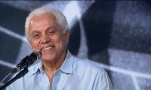 Paulinho da Viola canta sambas escolhidos pelo público