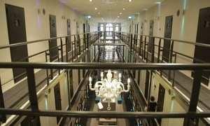 Holanda reduz número de detentos e até transforma presídio em hotel; veja