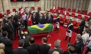 Corpo de Teori Zavascki é velado e enterrado em Porto Alegre
