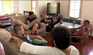 Bancada por doações, casa em SP abriga gays expulsos pelas famílias