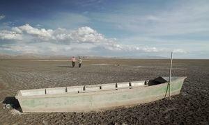 Um dos maiores lagos salgados do mundo, na Bolívia, Poopó vira deserto
