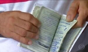 Milhares de brasileiros correm para tirar dúvidas sobre saques do FGTS