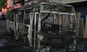 País tem 86 ônibus incendiados em apenas um mês e meio