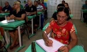 Mais de 700 milhões de adultos no mundo são analfabetos, diz Unesco