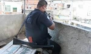 PMs são acusados de ocupar casas para monitorar tráfico em favela do RJ