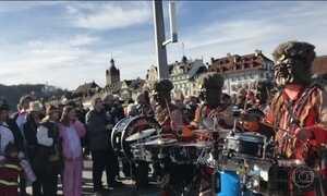 Carnaval também anima foliões na Europa