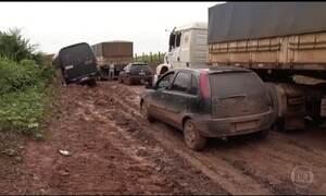 Atoleiros retêm 3 mil caminhões há mais de 10 dias em rodovia no Norte