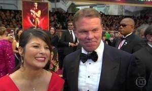 Responsável por troca de envelopes no Oscar estava distraído no celular