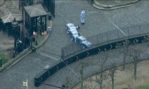 Polícia britânica identifica homem que invadiu ponte de Westminster