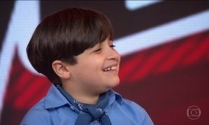 Vencedor do The Voice Kids, Thomas Machado visita estúdio do Fantástico