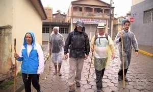 Peregrinos enfrentam montanhas de Minas Gerais movidos pela fé