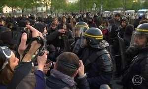 França vai às urnas com os nervos à flor da pele após atentado