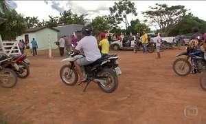 Famílias de sem-terra deixam vilarejo de MT onde chacina matou nove