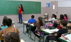 Crianças e adolescentes estudam no fim de semana para ganhar medalhas