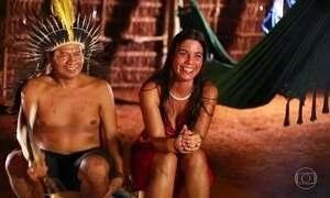 Paulista e índio guarani se casam e criam a família em oca isolada