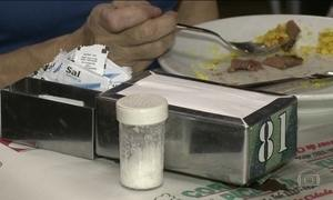 Justiça do ES revoga lei que proibia saleiros nas mesas de restaurantes