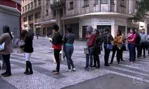 Desempregados aceitam salário menor e serviços temporários