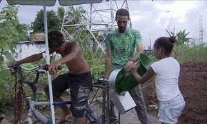 Bicicleta adaptada é solução para adubar horta