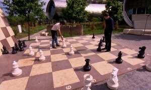 Brasileiro campeão de xadrez vive na Geórgia com a família