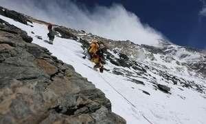 Brasileira sobe o Everest e encara trecho chamado de 'zona da morte'