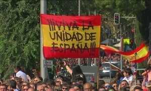 Espanhóis fazem passeata pedindo união nacional