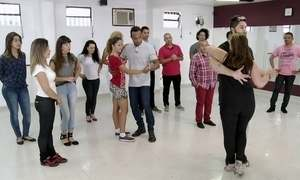Hoje é dia de sertanejo universitário: aula de dança