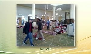Ataque a bomba em mesquita no Egito causa 235 mortes