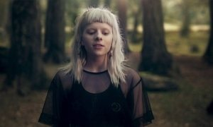 Aurora canta 'Scarborough Fair', tema da novela 'Deus Salve o Rei'