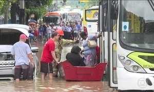 Temporal causa transtornos no Rio; até parte de shopping ficou inundada