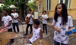 Hoje é dia de Carnaval: tem criança no samba