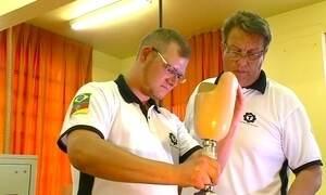 Alunos de escola técnica desenvolvem perna mecânica