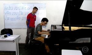 Os Lucas, que descobriram o piano num centro cultural, ganham bolsas