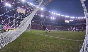 Gols do Fantástico: Flamengo vence o Inter e segue líder do Brasileirão