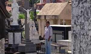 Estudante de Fortaleza já participou de mais de mil enterros desde criança