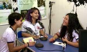 Rádio escolar faz sucesso entre estudantes de escola pública