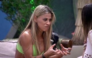 Vanessa demonstra arrependimento e diz que sentiu ciúmes de Letícia e Clara