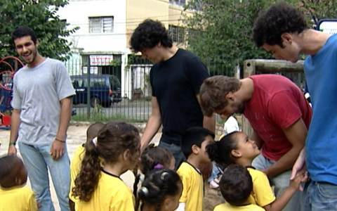 Jovens focam no voluntariado