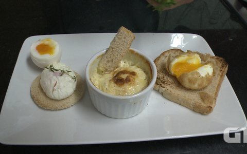 Chef faz ovos poch, cocotte e mollet