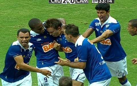 Dagoberto faz o segundo gol do Cruzeiro sobre Galo