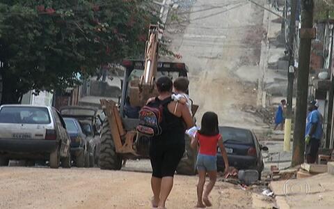 Moradores reclamam de ruas sem asfalto (Falta de pavimentação prejudica moradores do Grajaú (editar título))