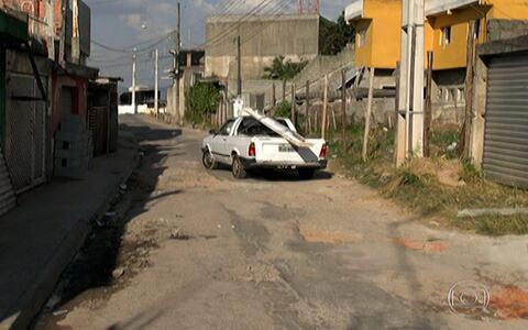 Buracos em ruas de atrapalham motoristas (Excesso de buracos prejudica motoristas de Francisco Morato (editar título))