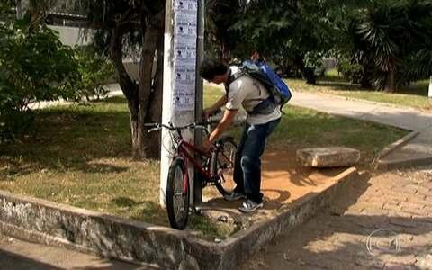 Bicicletários são raridade em estações  (Falta de bicicletário em estações de trem e Metrô dificulta uso de bicicletas em SP (editar título))