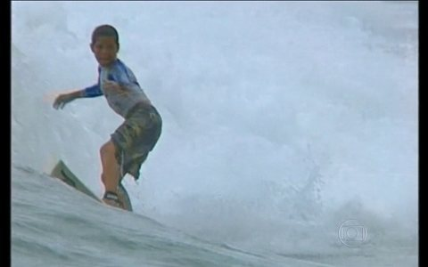 Relembre o início da carreira do surfista Mineirinho, campeão mundial